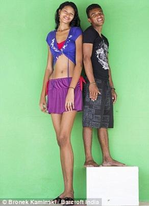 عکسهای بلندترین دختر نوجوان جهان و دوست پسر کوچکش (5)