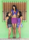 عکسهای بلندترین دختر نوجوان جهان و دوست پسر کوچکش (10)