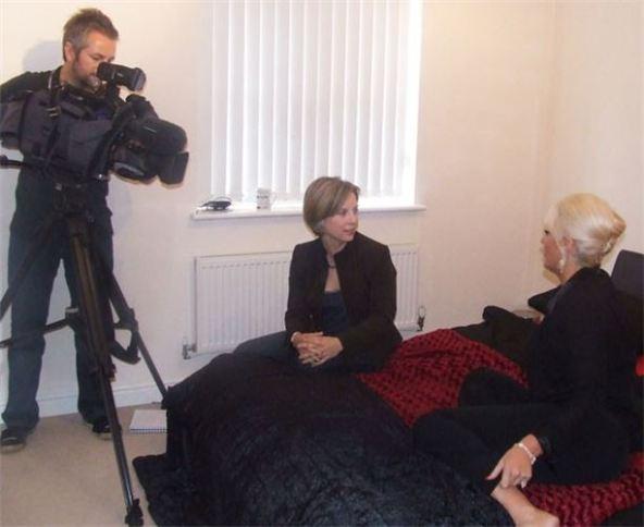 مصاحبه خبرنگار و بکی آدامز