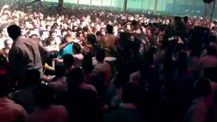 فیلمهایی که از کنسرت اربیل در یوتیوب منتشر شده نشان میدهد مردان ایرانی کوردها را تحریک کردن و بعد زودتر از زنها فرار کردن