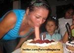 ساک زدن و خوردن کیر مصنویی توسط مادر جلوی چشمان دخترها