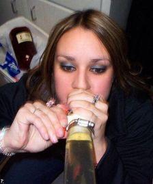 binge_drinking_beerbonging_babes_640_16