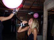 binge_drinking_beerbonging_babes_640_25