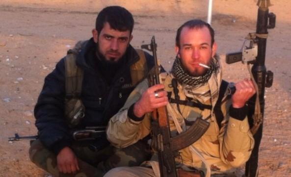وی عکسهایی را از خود، در حالی که آر پی جی و دیگر سلاحهایی را حمل میکرده، در شبکههای اجتماعی منتشر کرده است