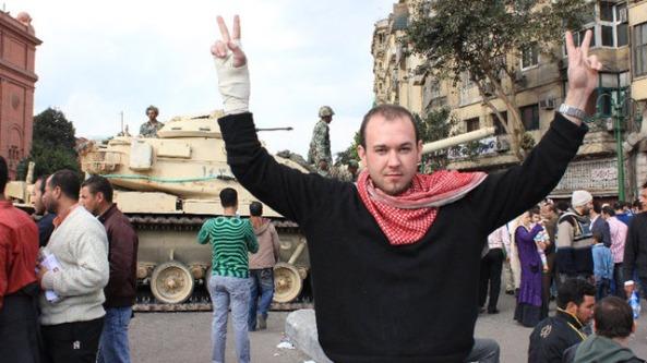"""او در یکی از این ویدئوها خطاب به بشار اسد، رییس جمهور کنونی سوریه می گوید: """"بشار اسد، روزهای حکومت تو رو به پایان است. هر جا که بروی، ما تو را پیدا کرده و خواهیم کشت."""""""