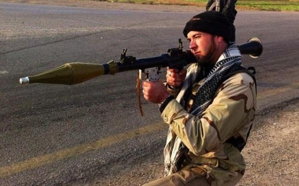 آقای هارون هنگام انجام عملیات نظامی همراه با مخالفان حکومت سوریه دیده می شود