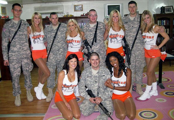 Hooters-girls-iraq