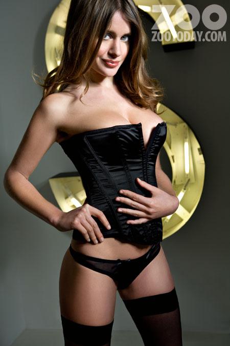 kezia-noble-topless-3_0