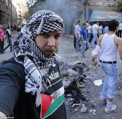 آن روز نزدیک است که تروریست های آمریکایی به حزب الله لبنان بپیوندن و بخواهند یهود کشی راه بیاندازن . این هم تصویر اریک هارون در سرزمین تروریستهای فلسطینی
