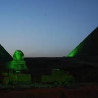 اهرام ثلاثه و ابوالهول هم در مصر برای جلب گردشگران با تاباندن نور به رنگ سبز دیده میشود