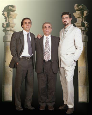 احمد باطبی، ارزنگ داوودی و امیر عباس فخر آور فردیس آذرماه ۱۳۸۱خورشیدی. فخر آور به هر دو دوست و همرزمش خیانت کرد و سبب دستگیری ارژنگ داوودی شد