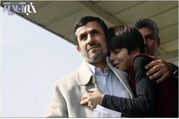 دختر هوگو چاوز در آغوش احمدينژاد