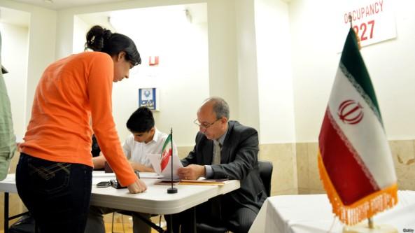 دختر ایرانی بدون حجاب در ایالت نیویورک به جمهوری اسلامی رای می دهد