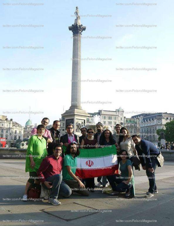 عکس یادگاری خبرنگاران آیت الله بی بی سی با پرچم جمهوری اسلامی