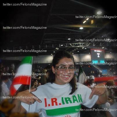خبرنگار شبکه بی بی سی فارسی با تی شرت پرچم جمهوری اسلامی !