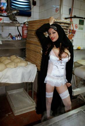sexy-photos-of-roxana-shirazi (26)