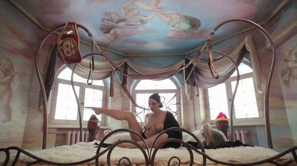 موزیک ویدیو فوق العاده زیبا و سکسی لباس آبی از داشا استافیوا و نیکیتا