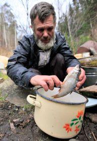 تصاویر دیدنی از یک زاهِد روس در جنگل به دور از تمدن بشری (12)