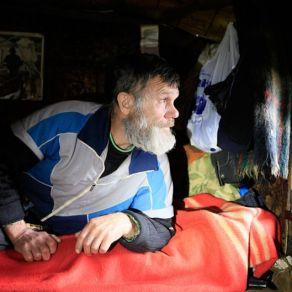 تصاویر دیدنی از یک زاهِد روس در جنگل به دور از تمدن بشری (13)