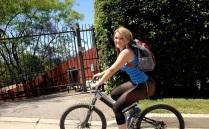 خواهر سکسی در حال دوچرخه سواری