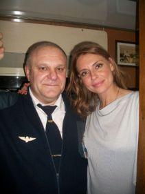 این رئیس قطار با همه بازیگران مشهور روس عکس یادگاری دارد (11)