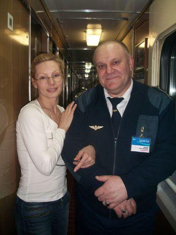 این رئیس قطار با همه بازیگران مشهور روس عکس یادگاری دارد (12)