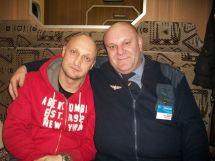 این رئیس قطار با همه بازیگران مشهور روس عکس یادگاری دارد (13)