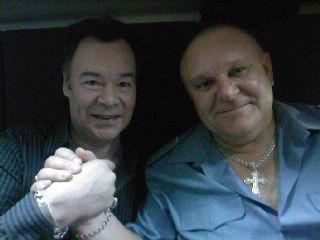 این رئیس قطار با همه بازیگران مشهور روس عکس یادگاری دارد (16)