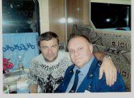 این رئیس قطار با همه بازیگران مشهور روس عکس یادگاری دارد (18)