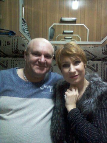 این رئیس قطار با همه بازیگران مشهور روس عکس یادگاری دارد (22)
