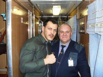 این رئیس قطار با همه بازیگران مشهور روس عکس یادگاری دارد (33)