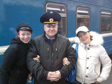 این رئیس قطار با همه بازیگران مشهور روس عکس یادگاری دارد (34)