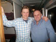 این رئیس قطار با همه بازیگران مشهور روس عکس یادگاری دارد (8)