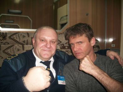 این رئیس قطار با همه بازیگران مشهور روس عکس یادگاری دارد (9)