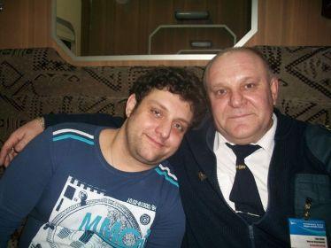 این رئیس قطار با همه بازیگران مشهور روس عکس یادگاری دارد (10)