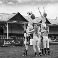 تیم راگبی زنان دانشگاه آکسفورد برای یک تقویم خیریه برهنه شدند (4)