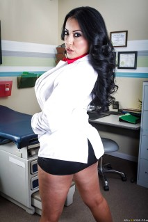 Kiara Mia, عکس های سکسی, دکتر, دکتر الهام الهی, مدل, پورنو, تلویزیون ایران, حمید شبخیز, پستان, ممه, سینه, پستونهای بزرگ,