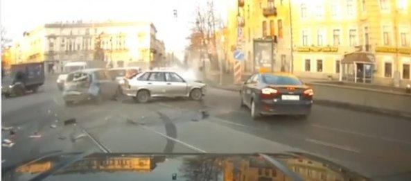 ویدیوهایی از تصادفات که توسط دوربین های داشبورد برداشته شده است