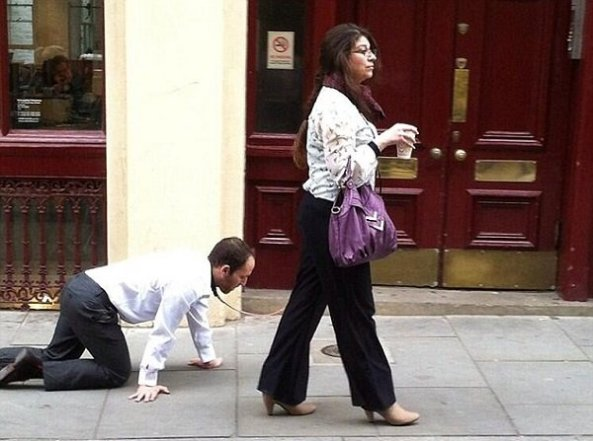 معمای مرد شیکپوشی که مثل سگ در خیابانهای لندن چرخانده شد