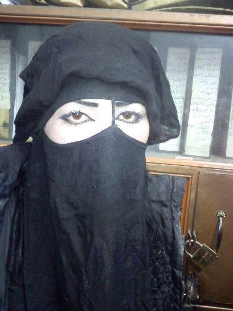 صلاح الدین فاروقی با نام اصلی عبدالرحیم ملازاده، رهبر جیش العدل است که با آرایش و لباس زنانه فرار کرد