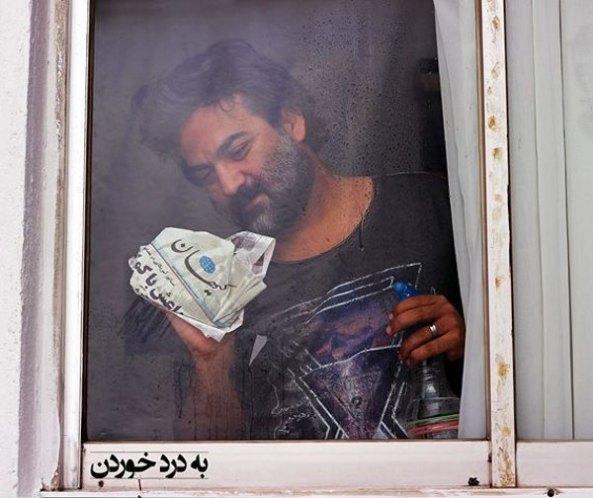عکس شوخی یغما گلرویی با روزنامه کیهان