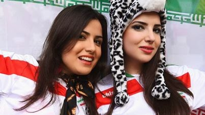 الله-و-ممه-روی-لباس-سکسی-در-جام جهانی-2014 (4)