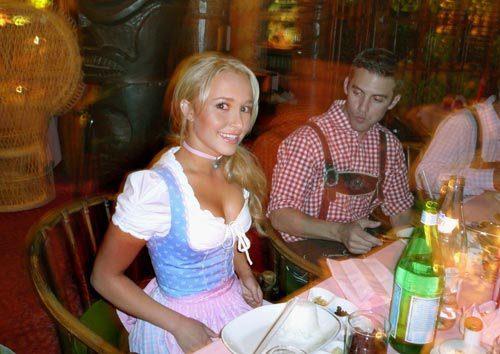 اکتبرفست-جشن-اکتبر-آلمان-felons.wordpress (72)