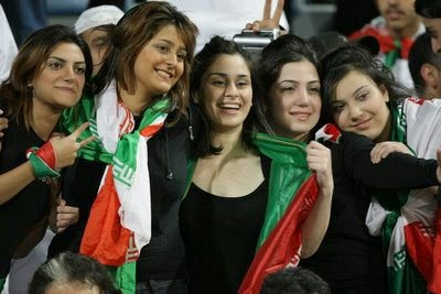 iranians-sexy-fans-in-world-cup-2014 (14)