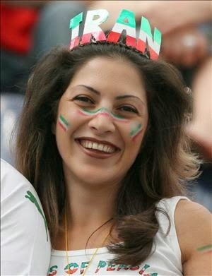 iranians-sexy-fans-in-world-cup-2014 (16)