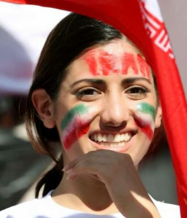 iranians-sexy-fans-in-world-cup-2014 (17)