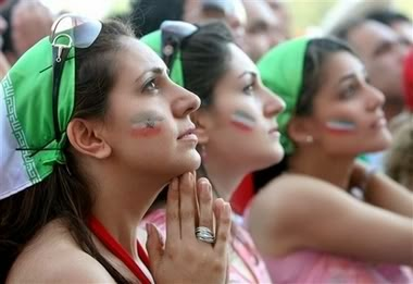 iranians-sexy-fans-in-world-cup-2014 (18)