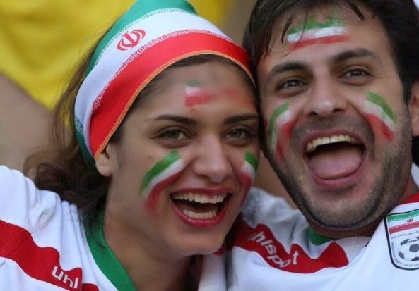 Kissing persian Girlfriend At-2014-world-cup-1
