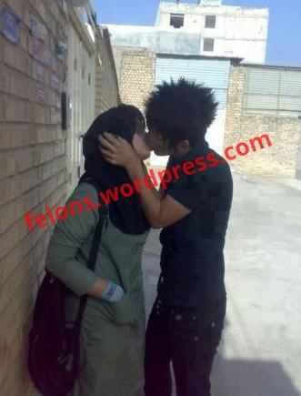 بوسه عشق بر لب معشوق در ایران
