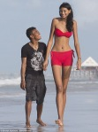 عکسهای بلندترین دختر نوجوان جهان و دوست پسر کوچکش (1)